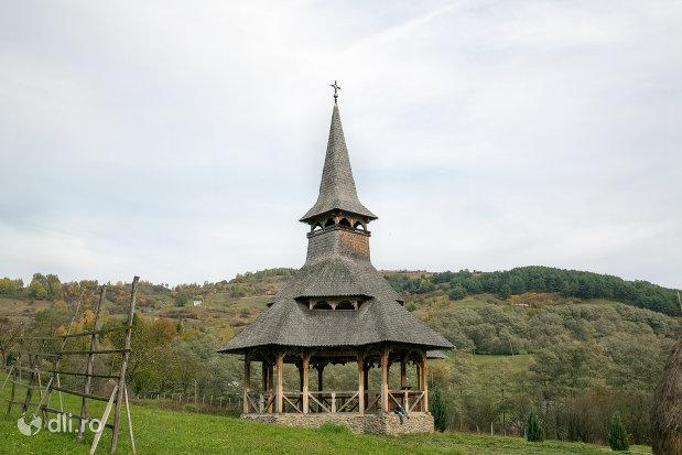 altarul-de-vara-de-la-biserica-noua-de-lemn-din-rozavlea-judetul-maramures.jpg
