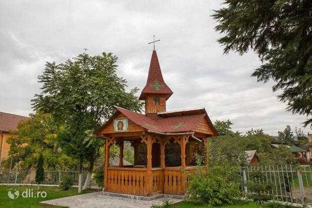 altarul-de-vara-de-la-biserica-ortodoxa-sf-emanuil-din-tautii-magheraus-judetul-maramures.jpg