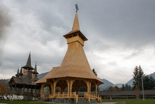 altarul-de-vara-de-la-manastirea-adormirea-maicii-domnului-din-moisei-judetul-maramures.jpg