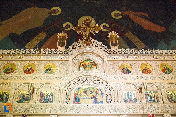 altarul-di-biserica-de-la-manastirea-sf-ana-din-orsova-judetul-mehedinti.jpg