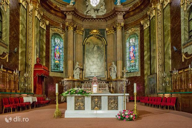 altarul-din-bazilica-romano-catolica-din-oradea-judetul-bihor.jpg