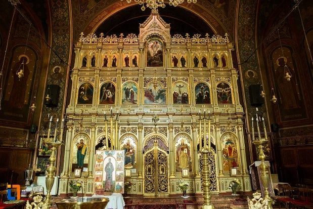 altarul-din-biserica-adormirea-maicii-domnului-din-brasov-judetul-brasov.jpg