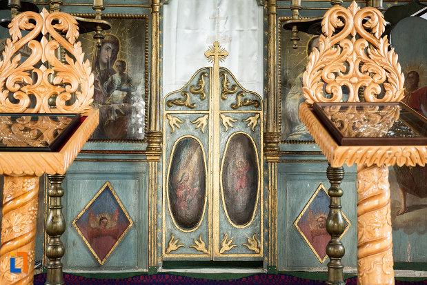 altarul-din-biserica-adormirea-maicii-domnului-din-draganesti-olt-judetul-olt.jpg