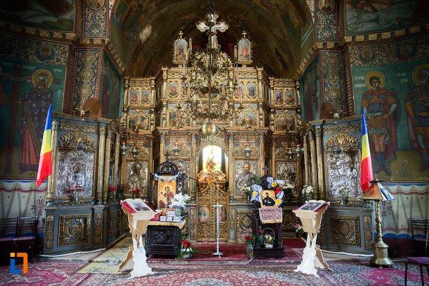 altarul-din-biserica-adormirea-maicii-domnului-mavrodolu-din-pitesti-judetul-arges.jpg