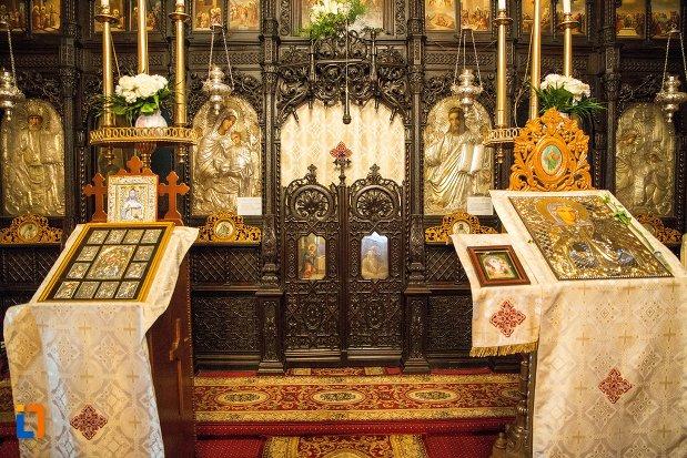 altarul-din-biserica-buna-din-buzau-judetul-buzau.jpg