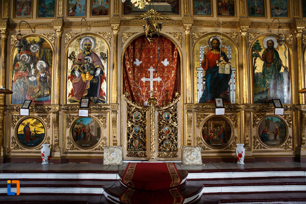 altarul-din-biserica-buna-vestire-din-tulcea-judetul-tulcea.jpg