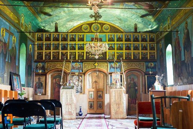 altarul-din-biserica-cuvioasa-parascheva-din-racari-judetul-dambovita.jpg
