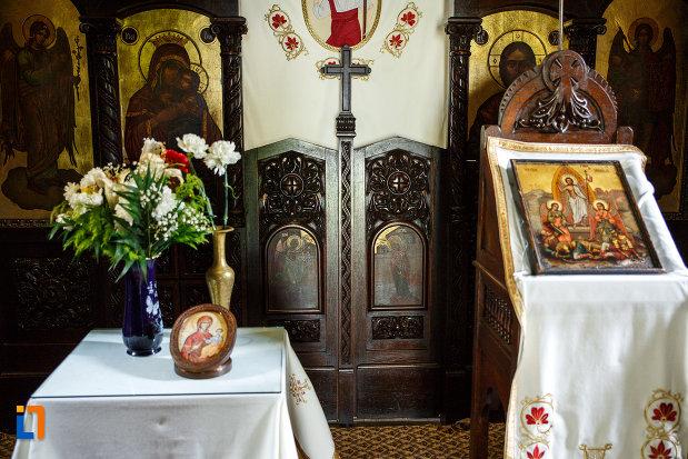 altarul-din-biserica-de-la-manastirea-turnu-din-pausa-judetul-valcea.jpg