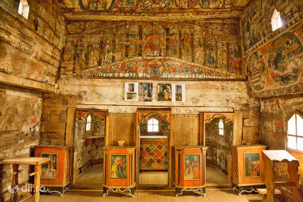 altarul-din-biserica-de-lemn-din-barsana-monument-istoric-judetul-maramures.jpg
