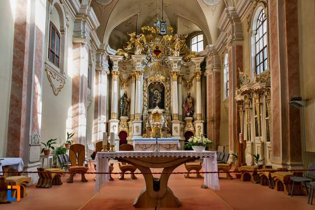 altarul-din-biserica-franciscana-din-cluj-napoca-judetul-cluj.jpg