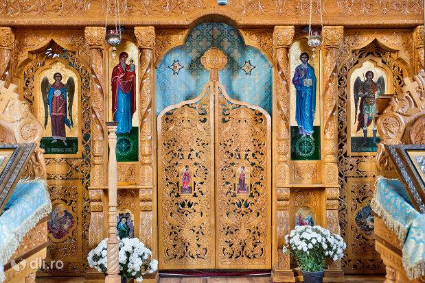 altarul-din-biserica-greco-catolica-buna-vestire-din-oradea-judetul-bihor.jpg