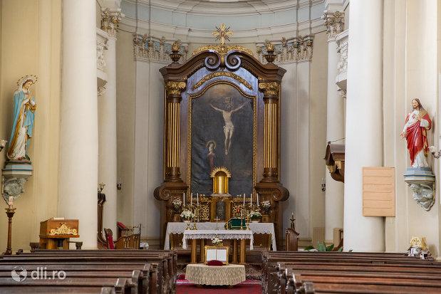 altarul-din-biserica-maica-indurerata-a-manastirii-premonstratense-din-oradea-judetul-bihor.jpg