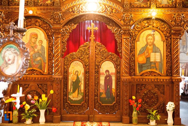 altarul-din-biserica-maieri-sf-treime-din-alba-iulia-judetul-alba.jpg