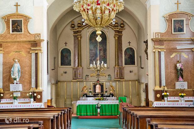 altarul-din-biserica-manastirii-capucinilor-vizita-sf-fecioare-la-sf-elisabeta-din-oradea-judetul-bihor.jpg