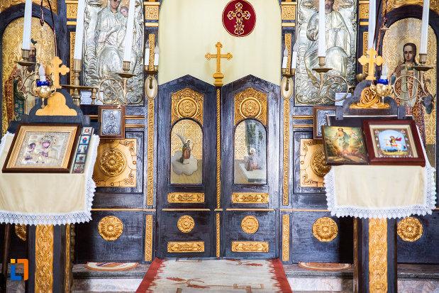 altarul-din-biserica-ortodaxa-sf-gheorghe-din-mangalia-judetul-constanta.jpg