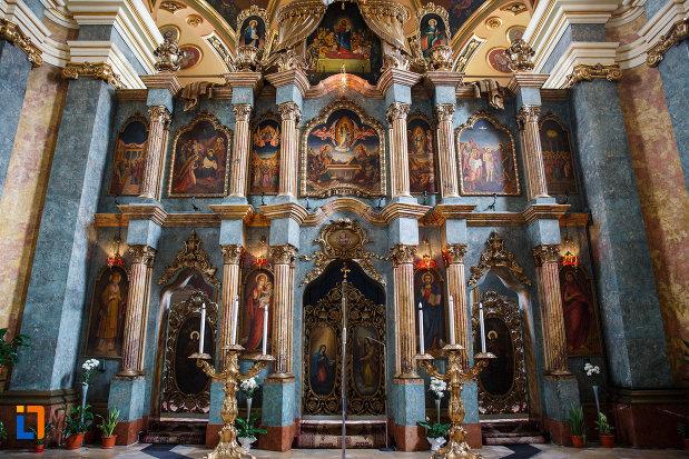 altarul-din-biserica-ortodoxa-adormirea-maicii-domnului-din-lugoj-judetul-timis.jpg