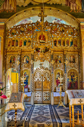 altarul-din-biserica-ortodoxa-din-chiuzbaia-judetul-maramures.jpg