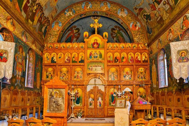 altarul-din-biserica-ortodoxa-sfanta-treime-din-zalau-judetul-salaj.jpg