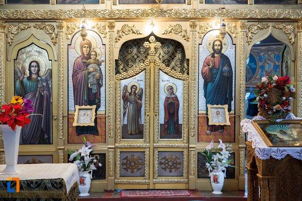 altarul-din-biserica-ortodoxa-veche-din-ocna-mures-judetul-alba.jpg