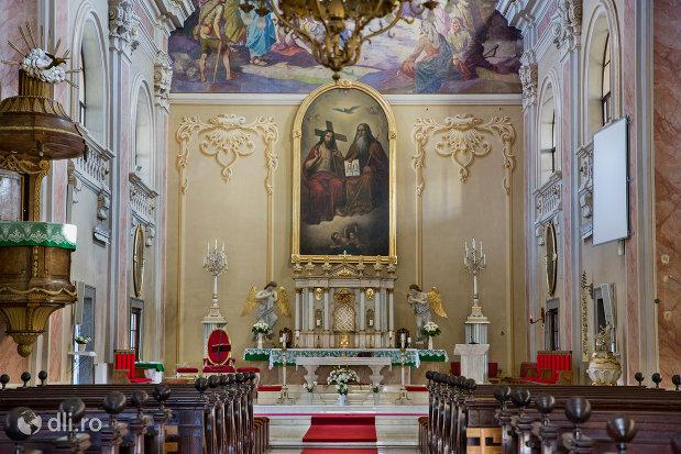 altarul-din-biserica-romano-catolica-din-baia-mare-judetul-maramues.jpg