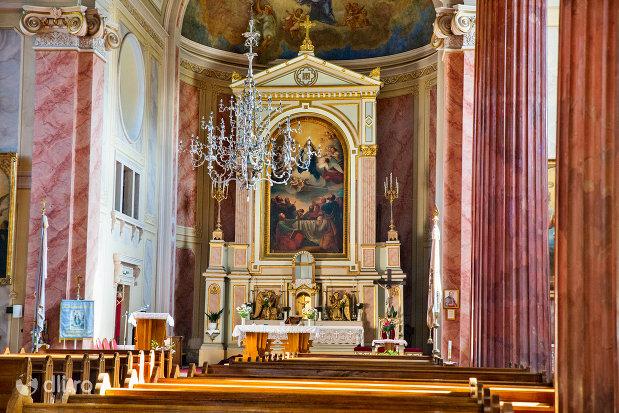 altarul-din-biserica-romano-catolica-din-baia-sprie-judetul-maramures.jpg