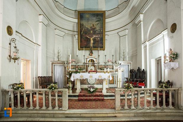 altarul-din-biserica-romano-catolica-din-galati-judetul-galati.jpg