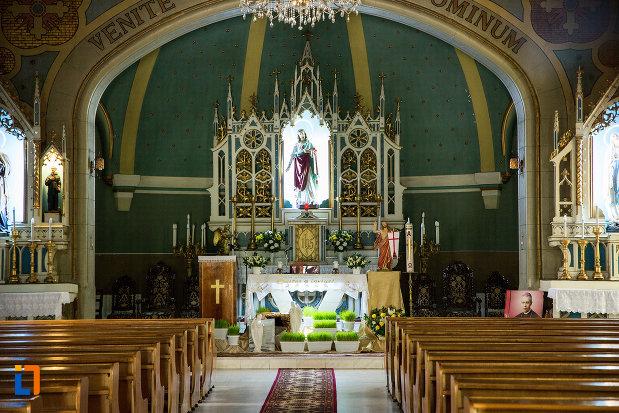 altarul-din-biserica-romano-catolica-sf-anton-din-craiova-judetul-dolj.jpg