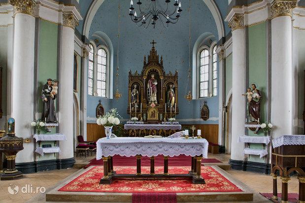 altarul-din-biserica-romano-catolica-sf-anton-din-oradea-judetul-bihor.jpg