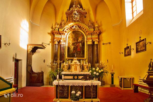 altarul-din-biserica-romano-catoloca-sf-ladislau-din-oradea-judetul-bihor.jpg