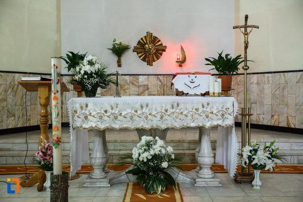 altarul-din-biserica-sf-anton-din-ramnicu-valcea-judetul-valcea.jpg