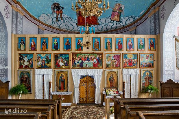 altarul-din-biserica-sf-arhangheli-mihail-si-gavril-din-viile-satu-mare-judetul-satu-mare.jpg