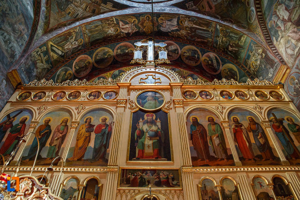 altarul-din-biserica-sf-dumitru-din-suceava-judetul-suceava.jpg