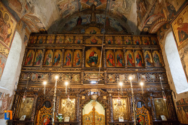 altarul-din-biserica-sf-gheorghe-1522-din-suceava-judetul-suceava.jpg