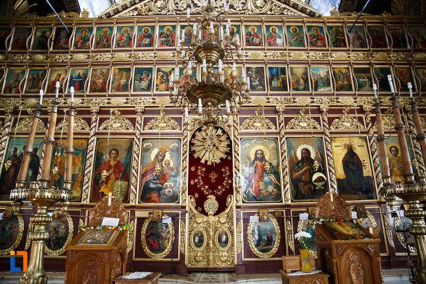 altarul-din-biserica-sf-gheorghe-din-tulcea-judetul-tulcea.jpg