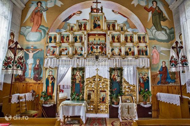 altarul-din-biserica-sf-mihai-si-gavril-din-marius-judetul-satu-mare.jpg