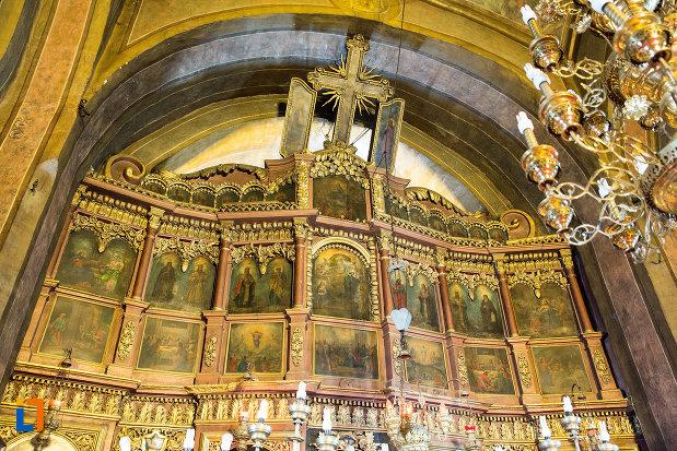 altarul-din-biserica-sf-voievozi-din-targu-jiu-judetul-gorj.jpg