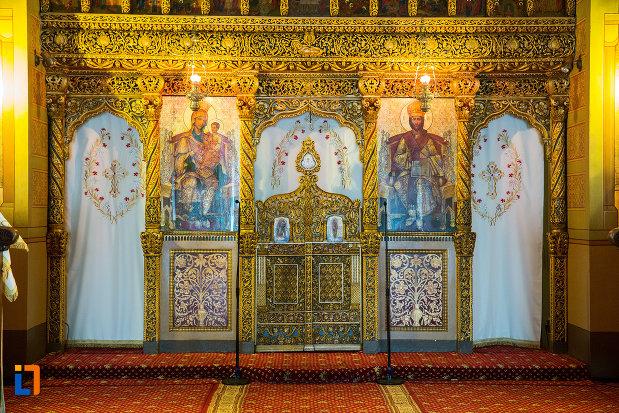 altarul-din-catedrala-mitropolitana-sf-dimitrie-din-craiova-judetul-dolj.jpg