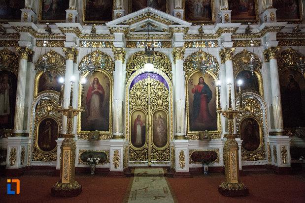 altarul-din-catedrala-naterea-sfantului-ioan-botezatorul-din-arad-judetul-arad.jpg