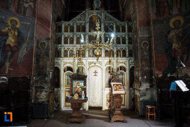 altarul-din-manastirea-cornetu-din-calinesti-judetul-valcea.jpg