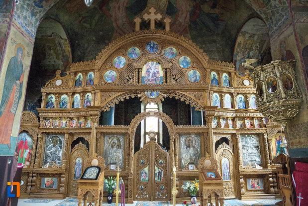 altarul-din-manastirea-negru-voda-din-campulung-muscel-judetul-arges.jpg