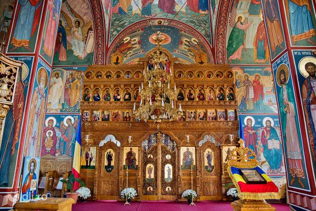 altarul-din-manastirea-scarisoara-noua-judetul-satu-mare.jpg