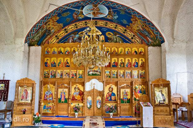 altarul-din-manastirea-sfanta-treime-din-moiseni-judetul-satu-mare.jpg