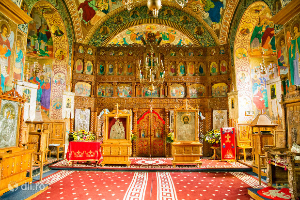 altarul-din-manastirea-sfintii-apostoli-petru-si-pavel-din-bixad-judetul-satu-mare.jpg