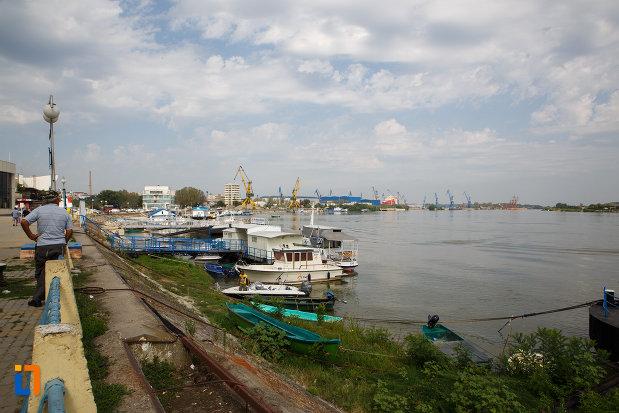 ambarcatiuni-ancorate-in-portul-din-orasul-tulcea-judetul-tulcea.jpg