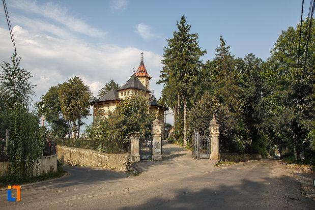 ansamblul-biserica-sf-gheorghe-mirauti-1391-din-suceava-judetul-suceava.jpg