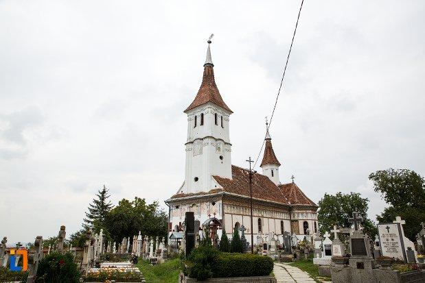 ansamblul-bisericii-sf-adormire-a-maicii-domnului-din-turches-sacele-judetul-brasov.jpg
