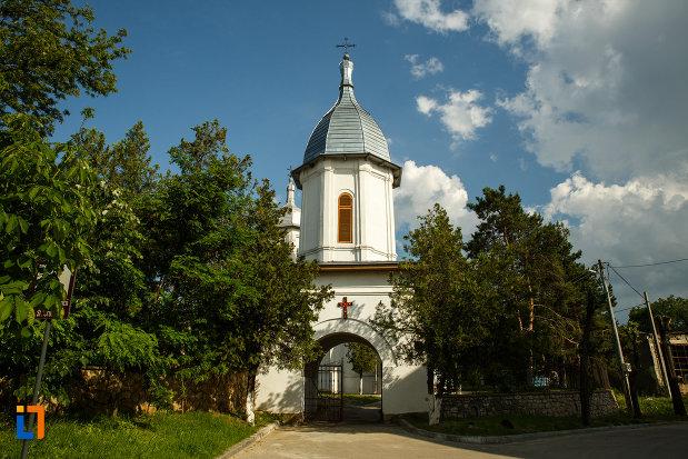ansamblul-bisericii-sf-cruce-din-odobesti-judetul-vrancea.jpg