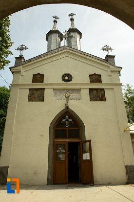 ansamblul-bisericii-sf-dumitru-bagdat-din-ramnicu-sarat-judetul-buzau.jpg