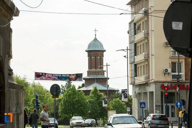 ansamblul-bisericii-sf-treime-din-craiova-judetul-dolj-vazut-din-departare.jpg
