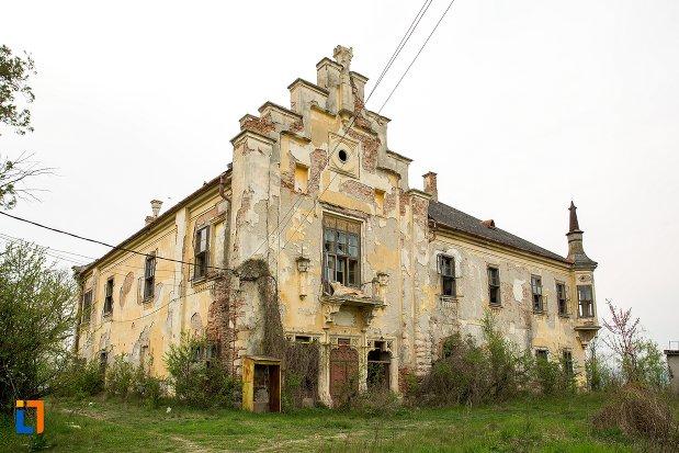 ansamblul-castelului-teleky-din-uioara-de-sus-judetul-alba.jpg